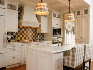 DP_Shazalynn-Cavin-Winfrey-Traditional-Kitchen-Plaid_s4x3_lg