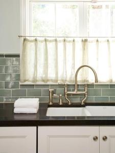 original_Studio-William-Hefner-kitchen-gray-green-kitchen-backsplash_lg